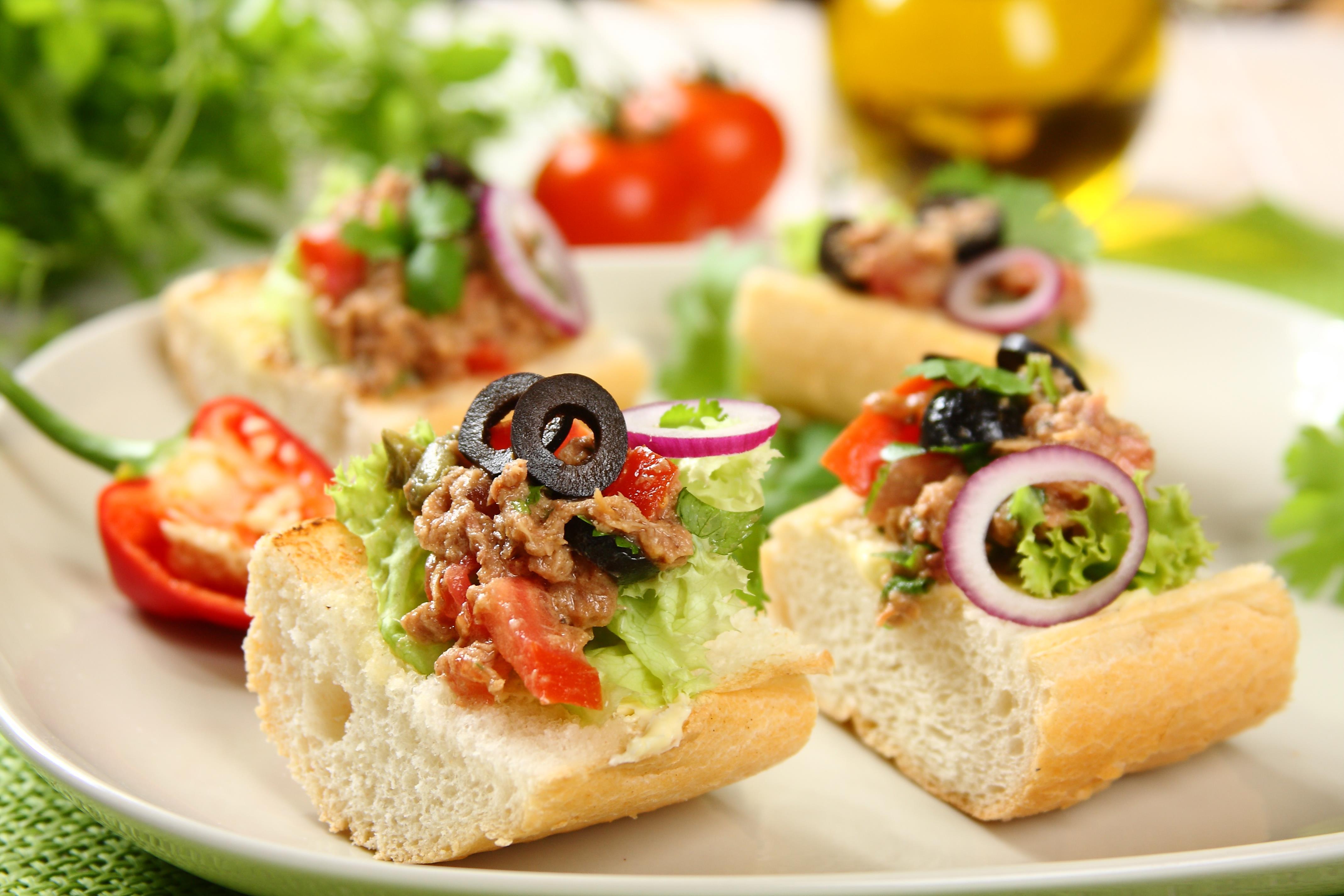 kanapki-z-srodziemnomorska-salsa-z-tunczykiem