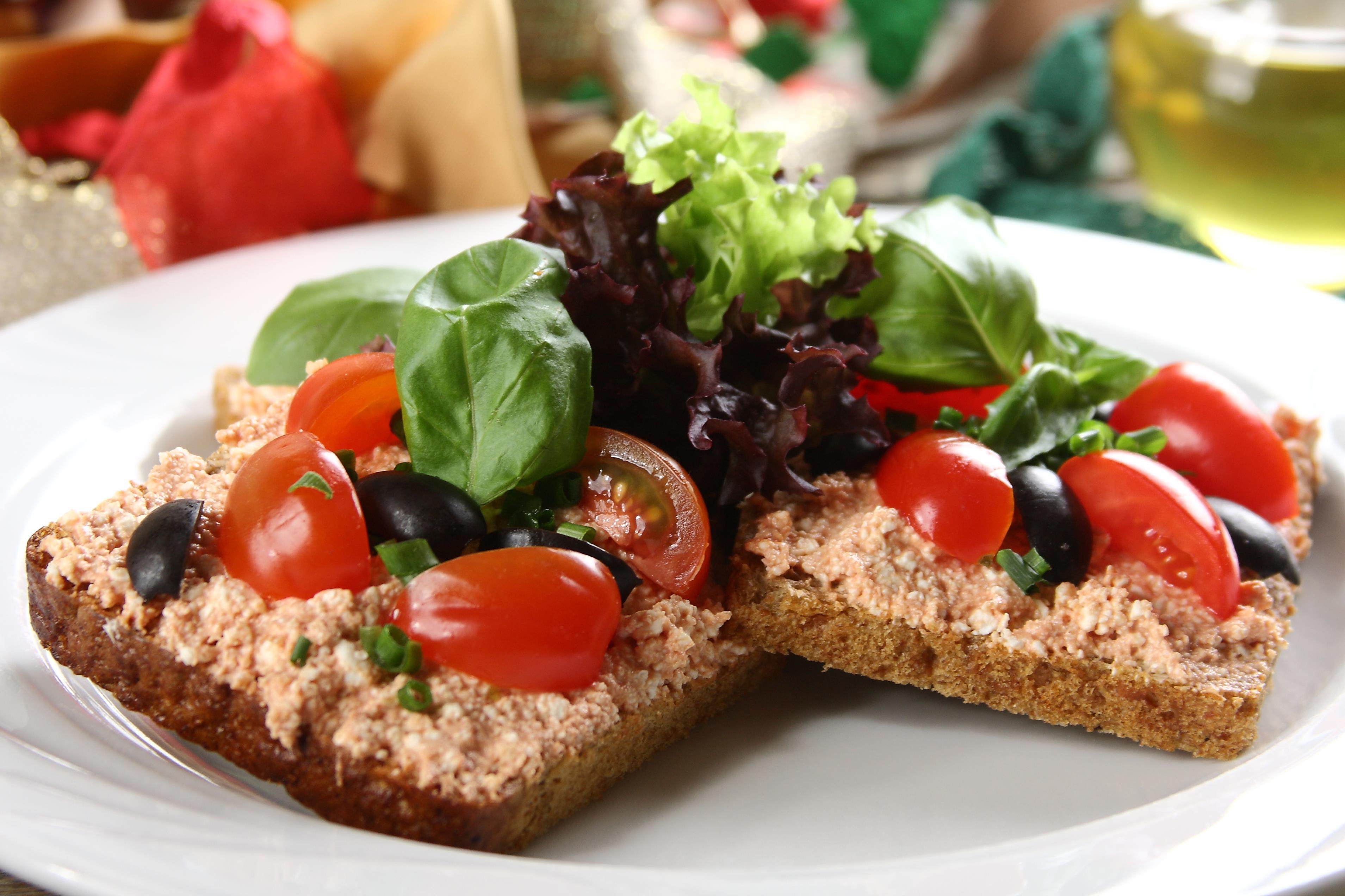 kanapki-z-wloska-pasta-pomidorowa