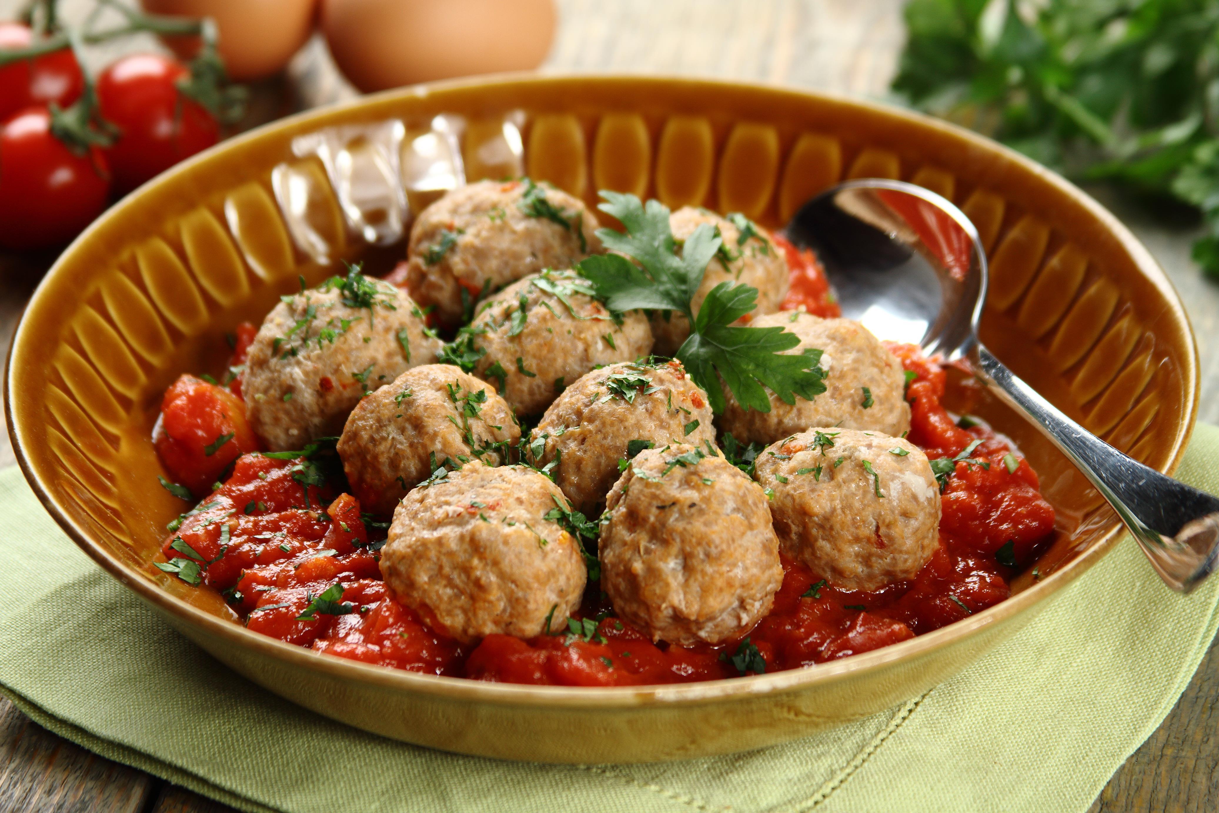 klopsiki_na_parze_z_szybkim_sosem_pomidorowym