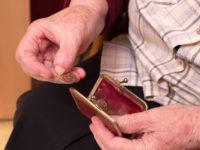 Długi polskich seniorów. Czy starsze osoby są odpowiedzialne za swoje kłopoty finansowe?