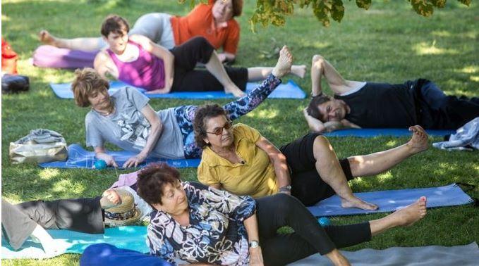 Zajęcia ruchowe dla seniorów na Łące Leśmiana
